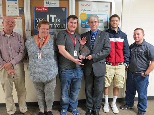 IT students with CompTIA award
